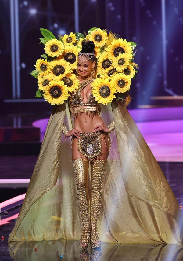 Miss Repubblica Dominicana Kimberly Jimenez durante il National Costume Show, la sfilata con l'abito nazionale, nell'ambito del concorso Miss Universo 2021, Seminole Hard Rock Hotel & Casino, Hollywood, Florida, 13 maggio 2021 - Sputnik Italia