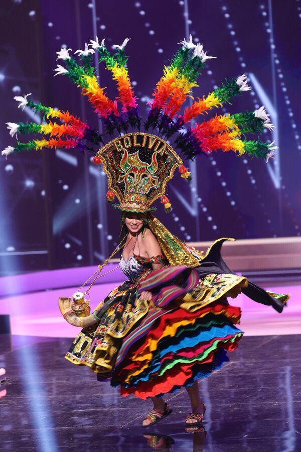 Miss Bolivia Lenka Nemer durante il National Costume Show, la sfilata con l'abito nazionale, nell'ambito del concorso Miss Universo 2021, Seminole Hard Rock Hotel & Casino, Hollywood, Florida, 13 maggio 2021 - Sputnik Italia