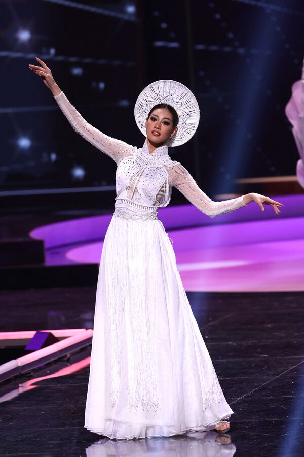 Miss Vietnam Nguyen Tran Khanh Van durante il National Costume Show, la sfilata con l'abito nazionale, nell'ambito del concorso Miss Universo 2021, Seminole Hard Rock Hotel & Casino, Hollywood, Florida, 13 maggio 2021 - Sputnik Italia