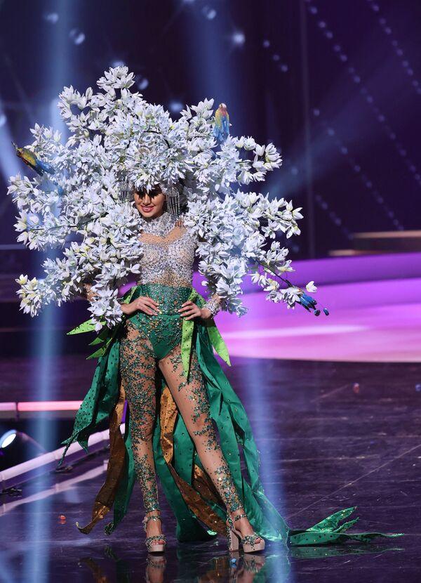 Miss El Salvador Vanessa Velásquez durante il National Costume Show, la sfilata con l'abito nazionale, nell'ambito del concorso Miss Universo 2021, Seminole Hard Rock Hotel & Casino, Hollywood, Florida, 13 maggio 2021 - Sputnik Italia