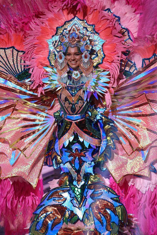 Miss Danimarca Amanda Petri durante il National Costume Show, la sfilata con l'abito nazionale, nell'ambito del concorso Miss Universo 2021, Seminole Hard Rock Hotel & Casino, Hollywood, Florida, 13 maggio 2021 - Sputnik Italia