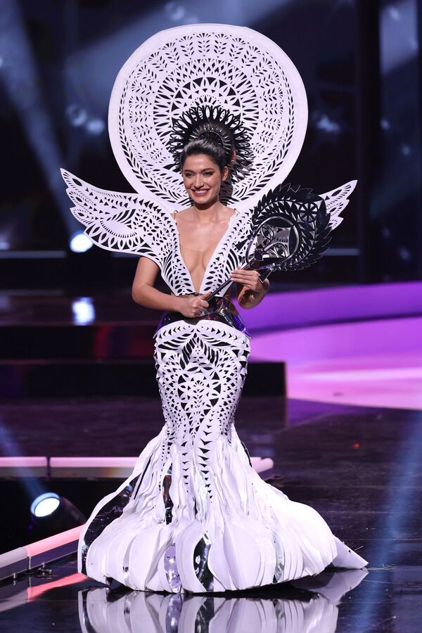Miss Ucraina Yelyzaveta Yastremska durante il National Costume Show, la sfilata con l'abito nazionale, nell'ambito del concorso Miss Universo 2021, Seminole Hard Rock Hotel & Casino, Hollywood, Florida, 13 maggio 2021 - Sputnik Italia