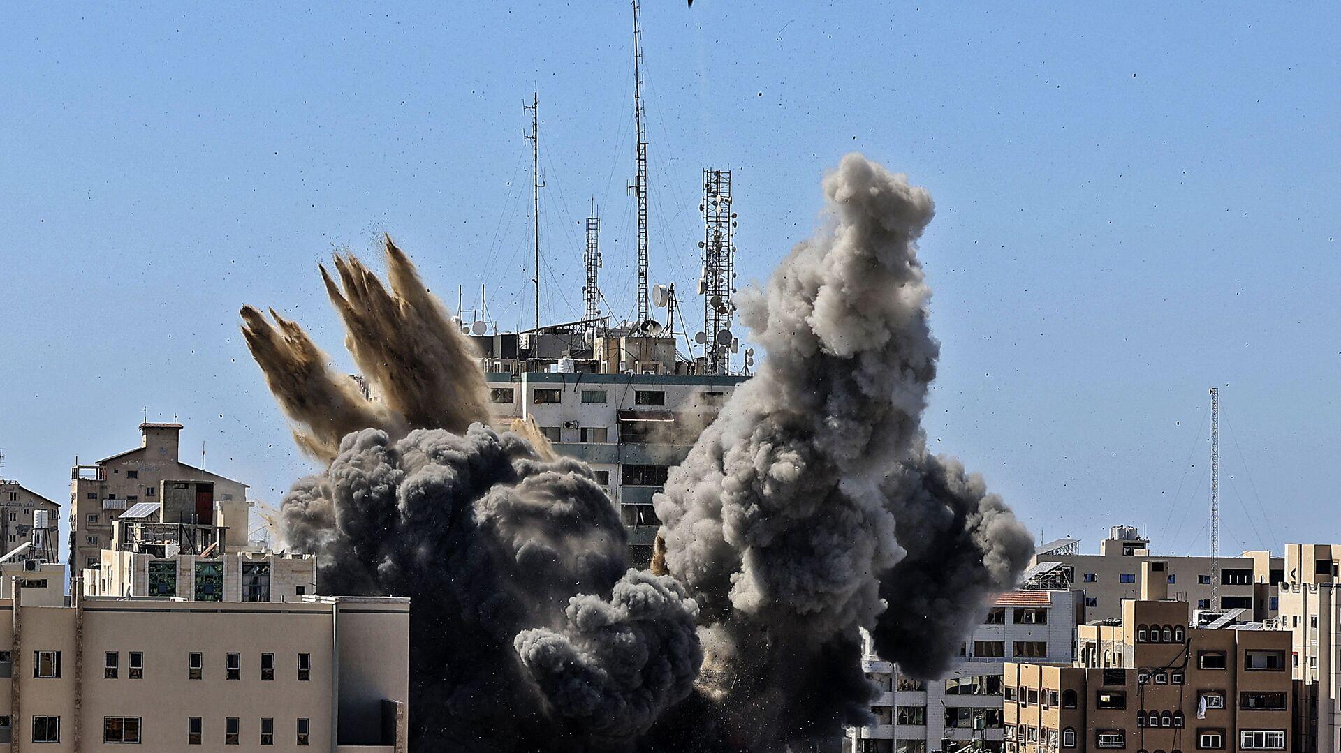 Raid israeliano su Gaza distrugge edificio Al-Jalaa con uffici dei media internazionali - Sputnik Italia, 1920, 19.05.2021