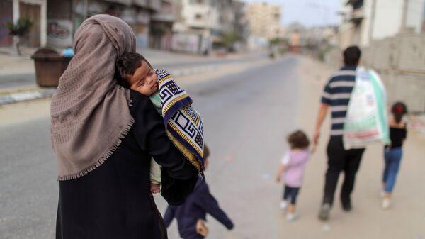 Палестинцы покидают свои дома в ходе обострения палестино-израильского конфликта - Sputnik Italia
