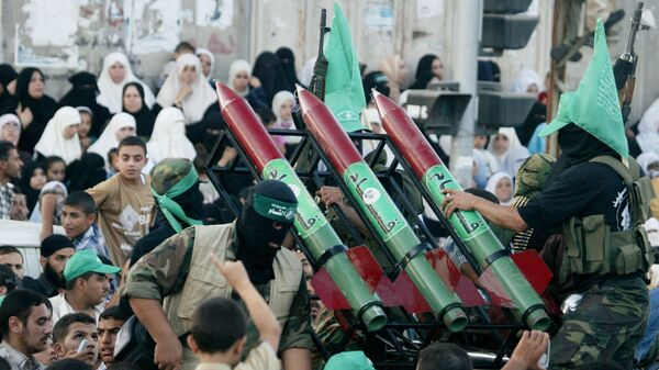 Masked Palestinian Hamas militants display their weapons during a parade in Gaza City. File photo. - Sputnik Italia