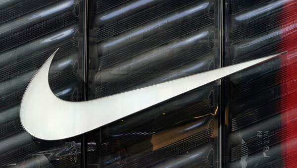 FILE PHOTO: The Nike swoosh logo is seen outside the store on 5th Ave in New York, New York, U.S., March 19, 2019.   - Sputnik Italia