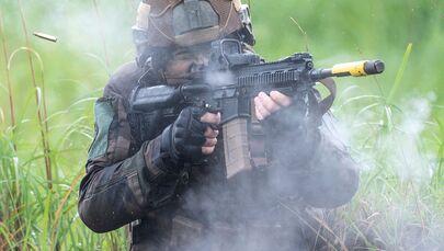 Alle operazioni partecipano cento uomini delle Forze di autodifesa del Giappone, sessanta dell'Esercito della Francia e altri sessanta del corpo navale dei Marines degli USA