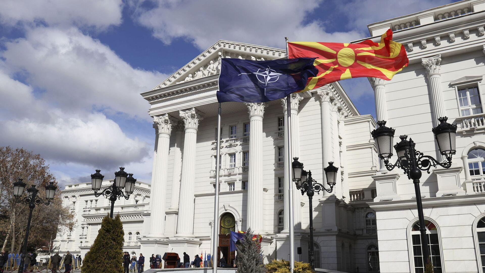 Bandiere di Macedonia e NATO a Skopje - Sputnik Italia, 1920, 17.05.2021