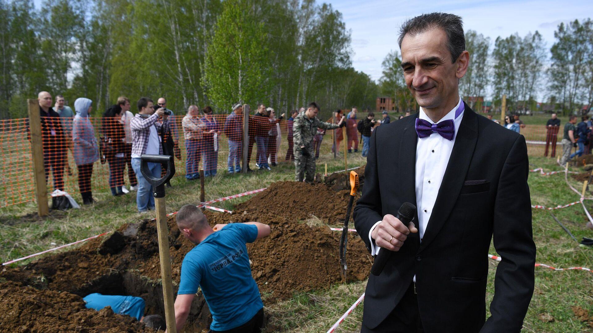 A Novosibirsk si svolge competizione dello scavamento di tombe - Sputnik Italia, 1920, 18.05.2021