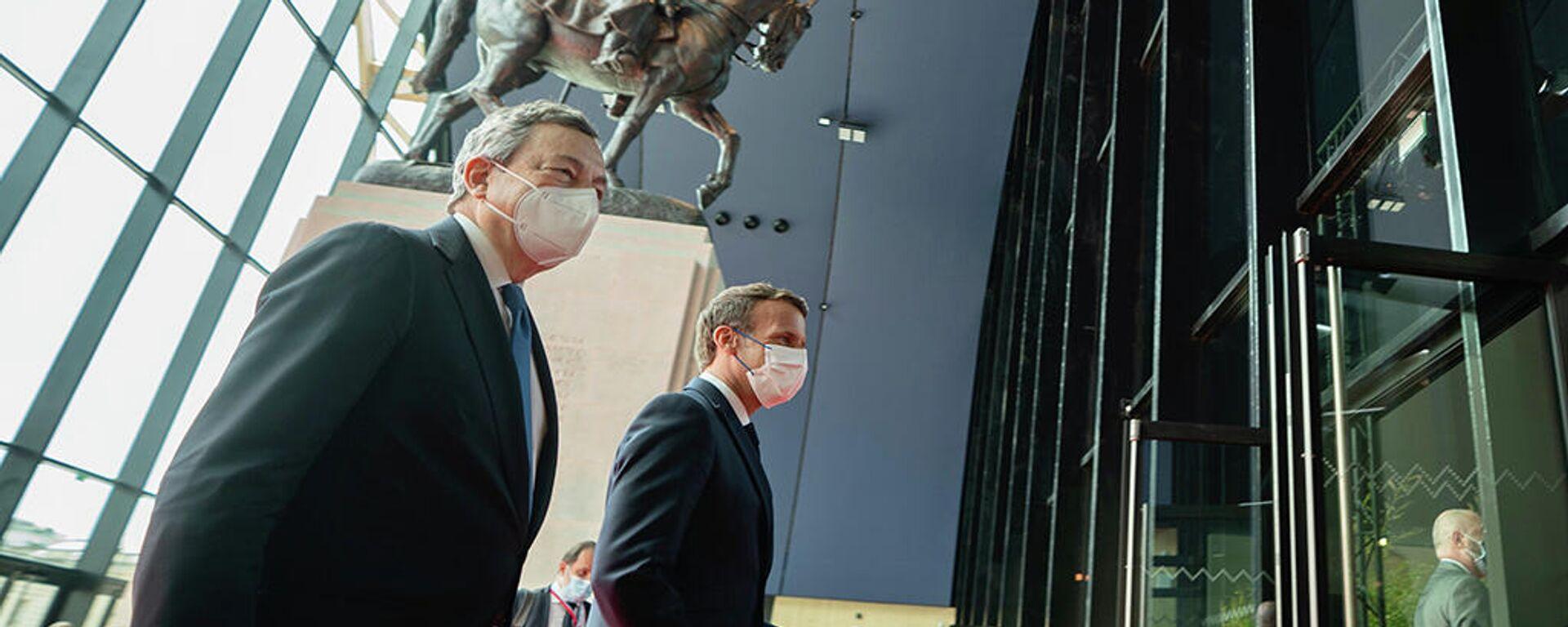 Macron e Draghi a Parigi - Sputnik Italia, 1920, 18.05.2021