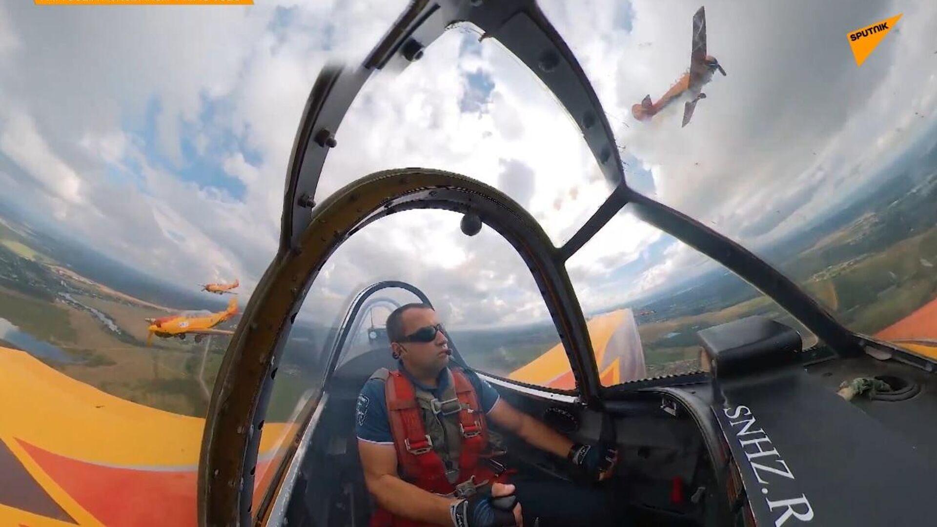 """La pattuglia acrobatica russa """"Strizhi"""" compie 30 anni - Sputnik Italia, 1920, 19.05.2021"""