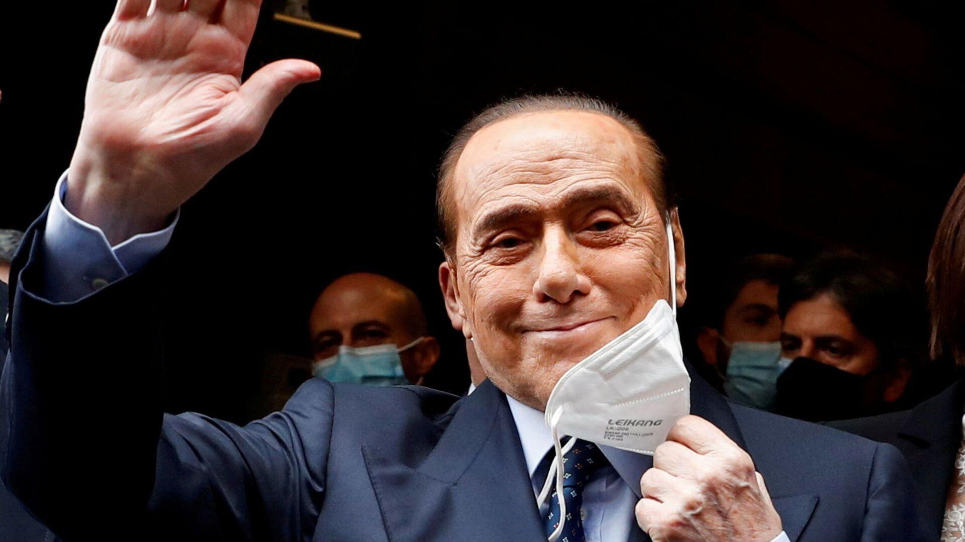 Silvio Berlusconi in una mascherina, 2021 - Sputnik Italia, 1920, 04.06.2021