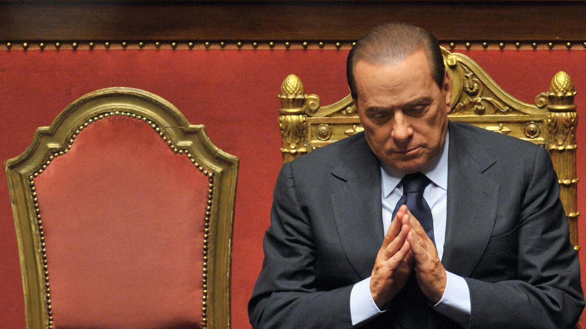 L'ex primo ministro italiano Silvio Berlusconi dopo il suo discorso al Senato, 13 dicembre 2010  - Sputnik Italia, 1920, 29.05.2021
