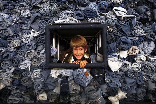 I primi jeans brevettati in America furono lanciati da Levi Strauss nel 1850. I pantaloni costano $1,46. - Sputnik Italia