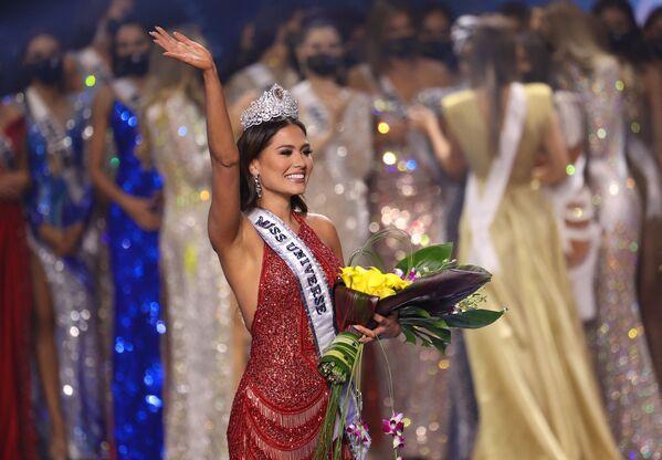Alma Andrea Meza Carmona è una modella messicana, incoronata Miss Messico 2017 e Miss Universo 2020. È stata la terza messicana ad essere eletta Miss Universo dopo Lupita Jones e Ximena Navarrete, il 16 maggio 2021, Hollywood, USA. - Sputnik Italia