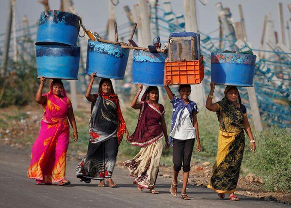 Più di 200.000 persone sono state evacuate dalle loro case a causa del ciclone Taukta in India. - Sputnik Italia