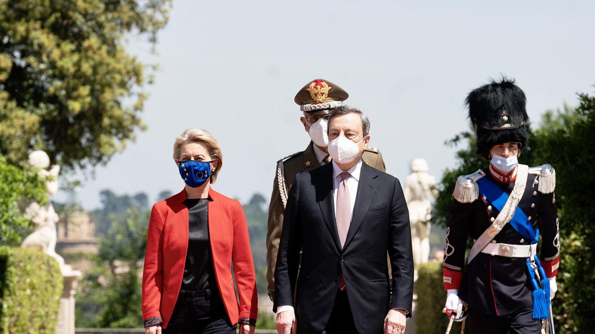 Il Presidente del Consiglio, Mario Draghi, accoglie a Villa Pamphilj la Presidente della Commissione Europea Ursula von der Leyen in occasione del Global Health Summit - Sputnik Italia, 1920, 22.06.2021