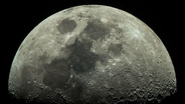 Фаза Луны, наблюдаемая из города Адлер - Sputnik Italia