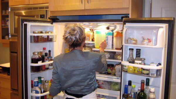Una frigorífico con comida - Sputnik Italia