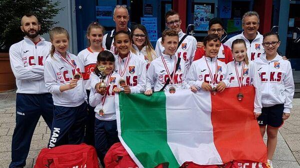Ugo Ferrari e i suoi atleti alle competizioni internazionali - Sputnik Italia