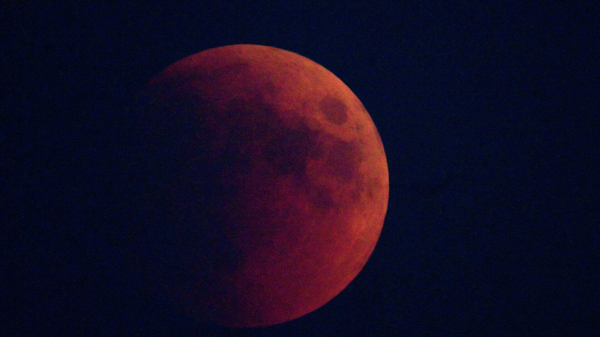 L'Eclisse Lunare del 15 giugno 2011 - Sputnik Italia, 1920, 25.05.2021