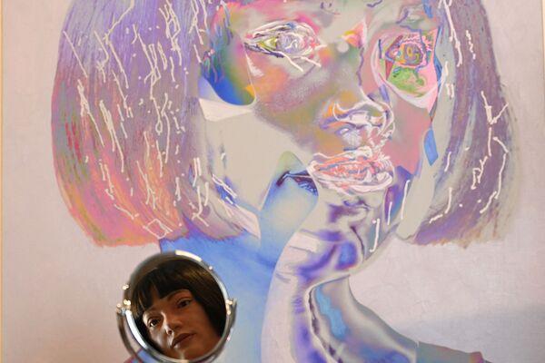 In passato, il lavoro di Ai-Da consisteva in dipinti astratti. Oggi però l'androide è passato agli autoritratti: i primi autoritratti di una macchina. - Sputnik Italia