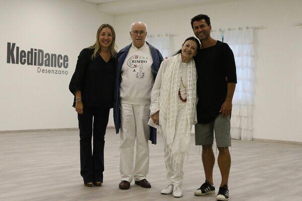 Carla Fracci con il marito Beppe Menegatti, Kledi Kadiu e Silvia Frecchiami - Sputnik Italia