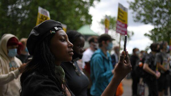 Британская активистка Black Lives Matter Саша Джонсон - Sputnik Italia