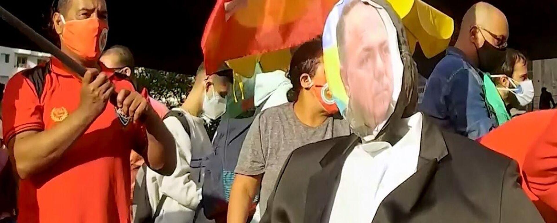 Folla protesta contro la gestione di Bolsonaro della pandemia di COVID-19, Brasile - Sputnik Italia, 1920, 30.05.2021