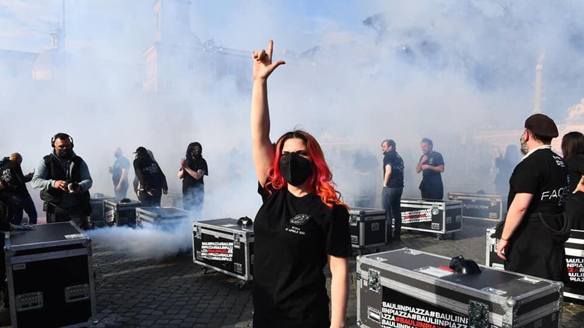 La protesta dei bauli in piazza - Sputnik Italia, 1920, 04.06.2021