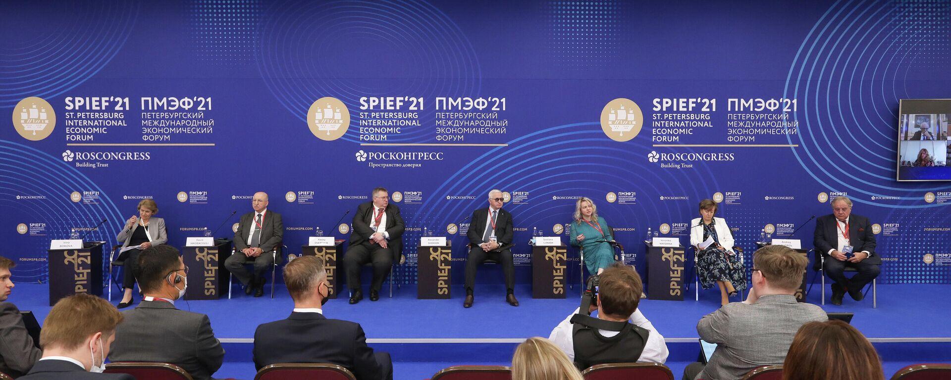 La sessione dello SPIEF dedicata alla cooperazione all'interno del B20 per superare le difficoltà post pandemia - Sputnik Italia, 1920, 03.06.2021
