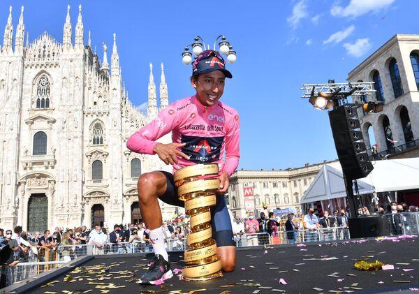 Il ciclista Egan Arley Bernal Gomez dalla Colombia dopo aver preso il secondo posto nell'ultima tappa del Giro d'Italia. - Sputnik Italia