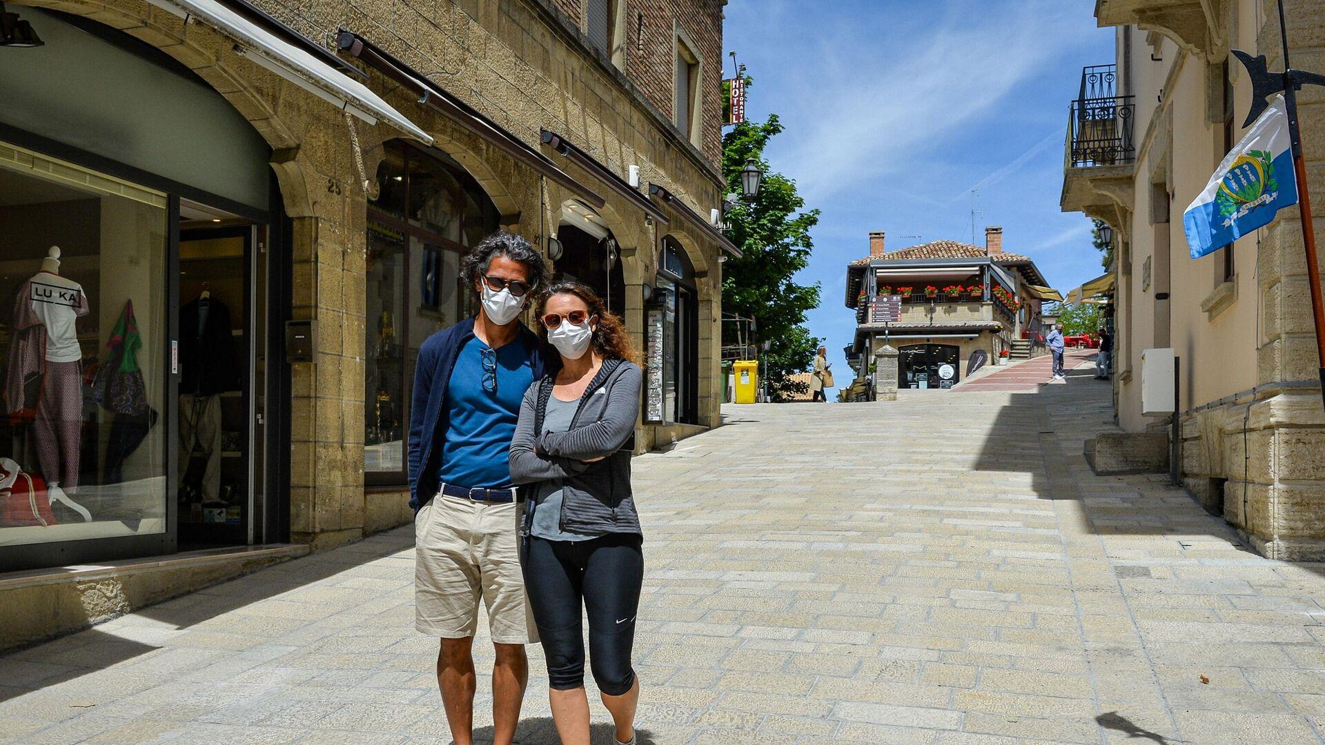 I turisti Marina e Marcio Ricardo, vaccinati a San Marino - Sputnik Italia, 1920, 05.06.2021