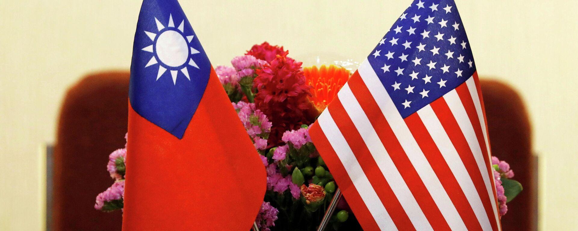 Bandiere di Taiwan e USA - Sputnik Italia, 1920, 08.07.2021