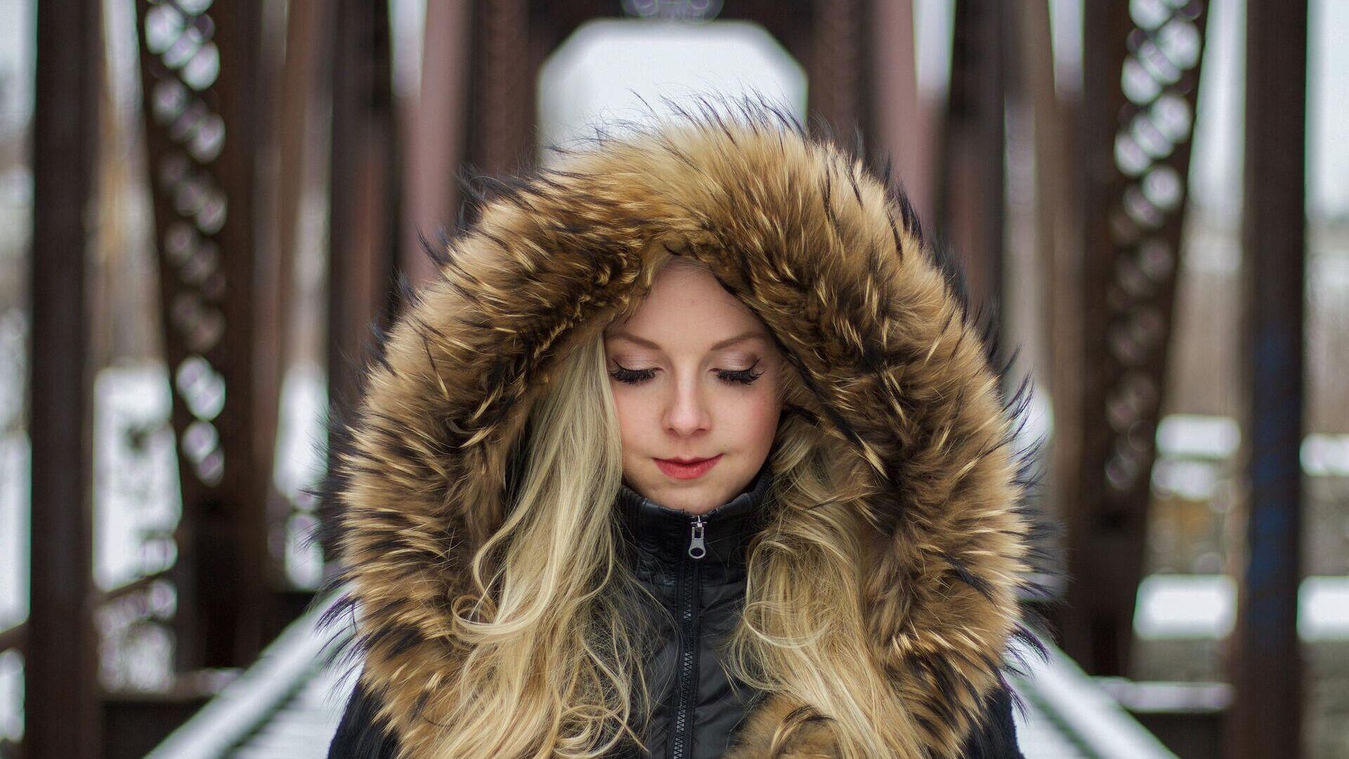 Giovane donna in inverno - Sputnik Italia, 1920, 10.06.2021