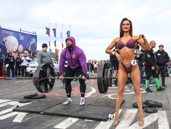 Una partecipante nella categoria Fitness Bikini alla Power Extreme World Cup di Teriberka. - Sputnik Italia