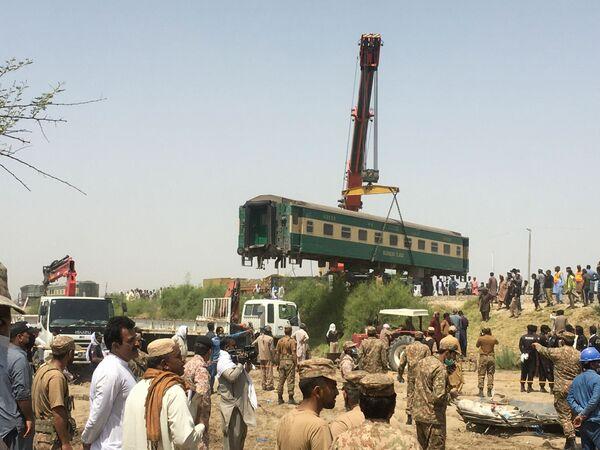 Due treni espressi si sono scontrati nel Pakistan meridionale nelle prime ore di domenica, uccidendo almeno 36 persone. - Sputnik Italia