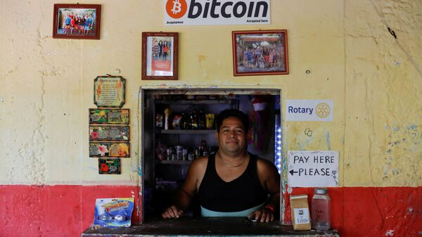 Владелец магазина La Zontena Роберто Карлос Сильва позирует, Сальвадор - Sputnik Italia