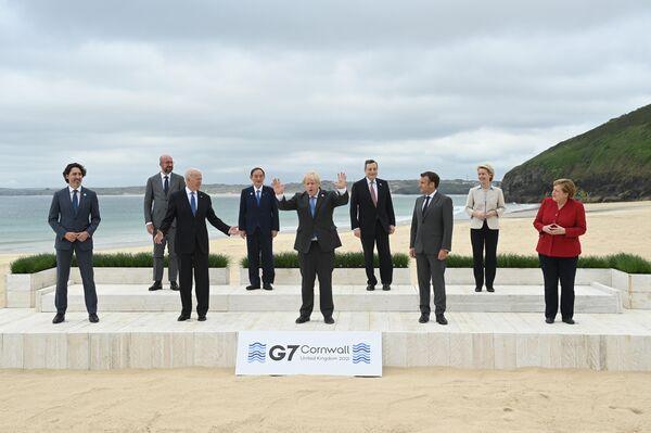 Foto di gruppo dei leader al G7  - Sputnik Italia