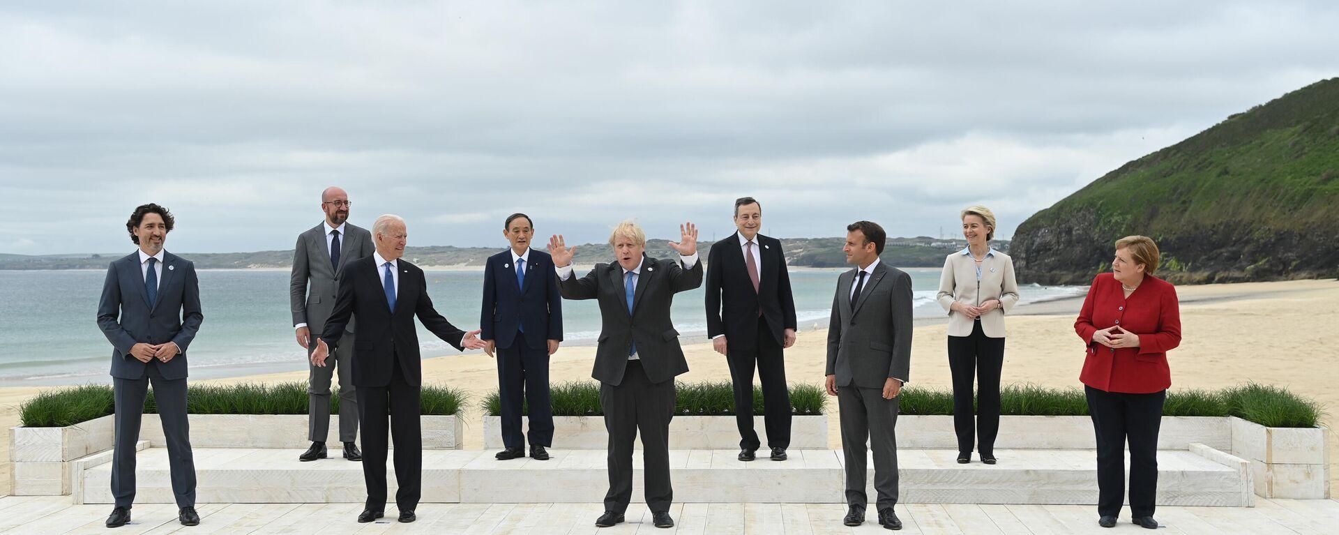 Foto di gruppo dei leader al G7  - Sputnik Italia, 1920, 13.06.2021
