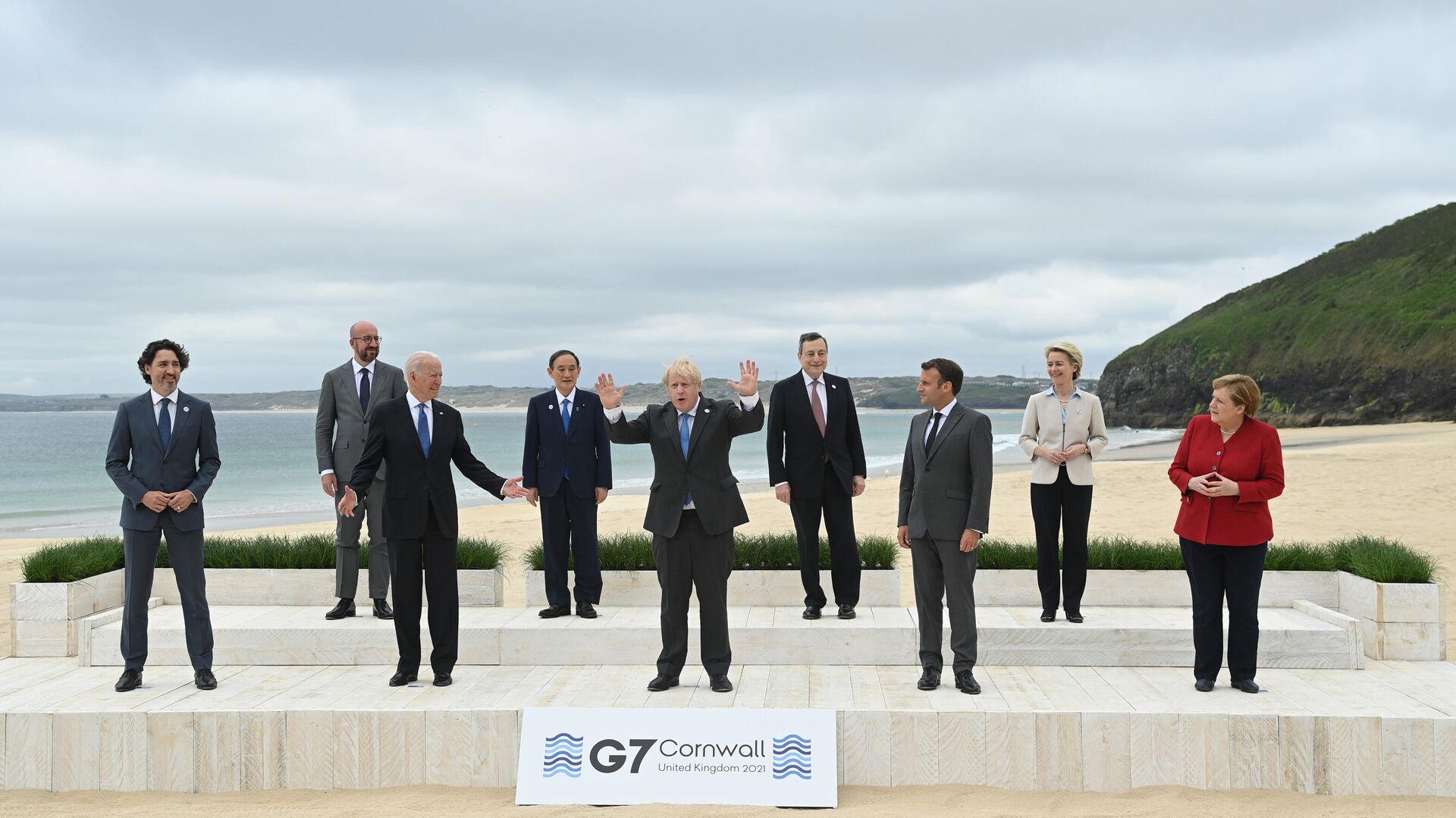 Foto di gruppo dei leader al G7  - Sputnik Italia, 1920, 12.06.2021