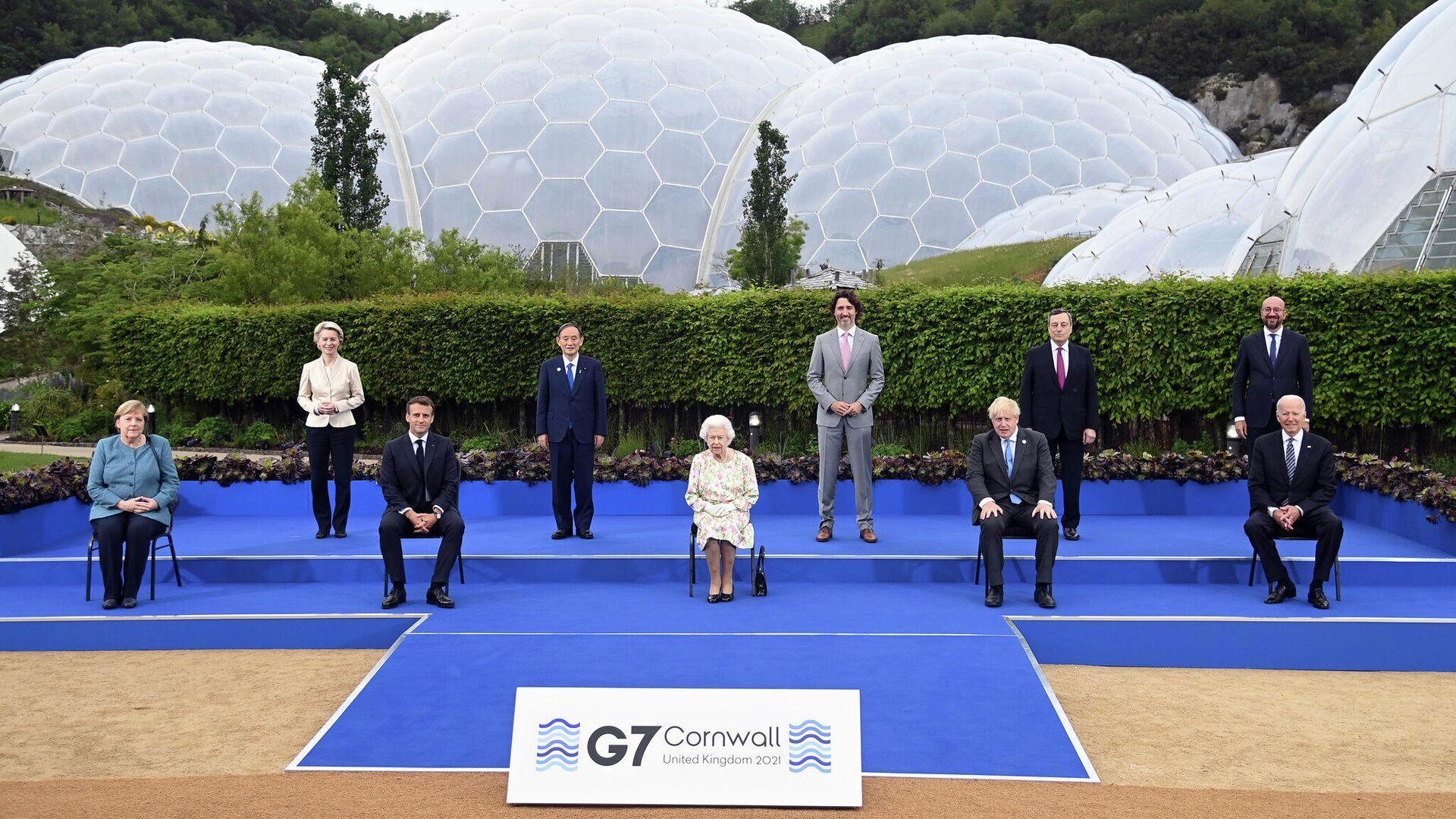 La Regina Elisabetta al G7 - Sputnik Italia, 1920, 12.06.2021