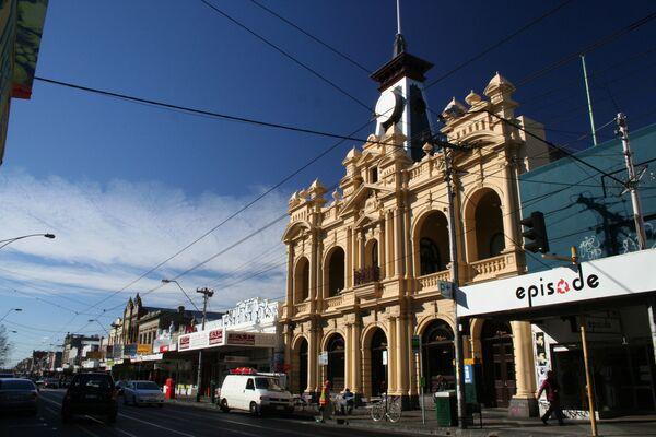 Smith Street a Melbourne, Australia, con il vecchio ufficio postale in primo piano. - Sputnik Italia