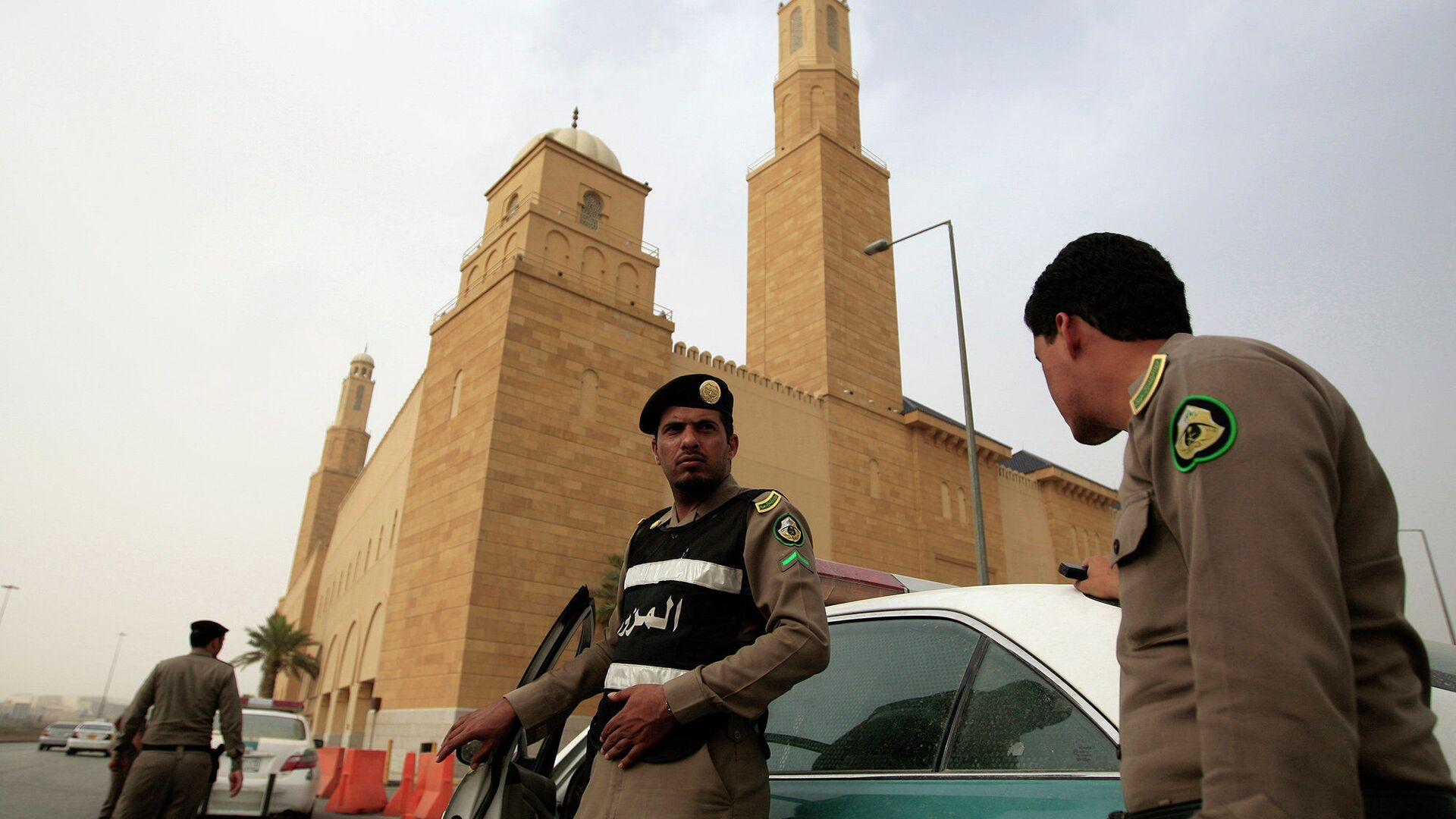 Agenti della polizia in Arabia Saudita - Sputnik Italia, 1920, 08.07.2021
