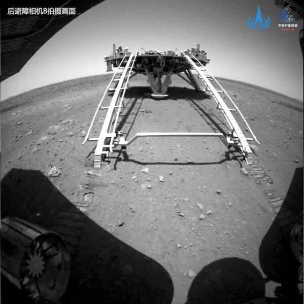 I tre veicoli spaziali sono rispettivamente il primo orbiter, lander e rover della Cina ad arrivare con successo sul pianeta rosso. - Sputnik Italia