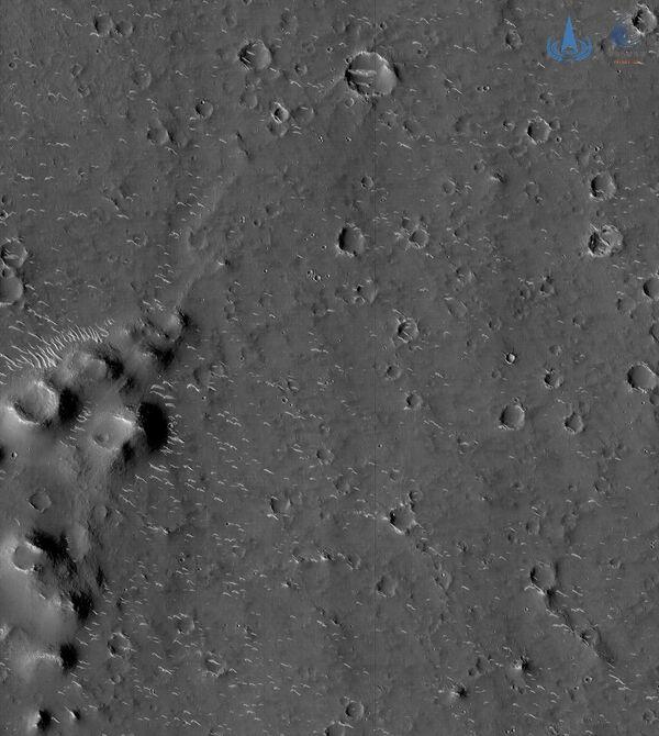 La sonda ha anche inviato un filmato ripreso da una telecamera del modulo orbitante, che mostra il momento del distacco da quest'ultimo del lander e del rover durante l'atterraggio. - Sputnik Italia
