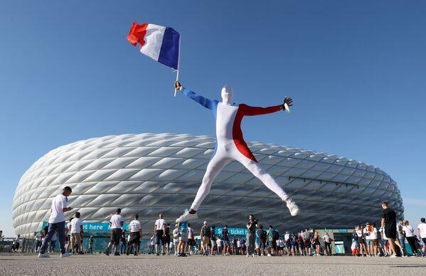 I tifosi francesi fuori dallo stadio prima della partita, il 15 giugno 2021. - Sputnik Italia