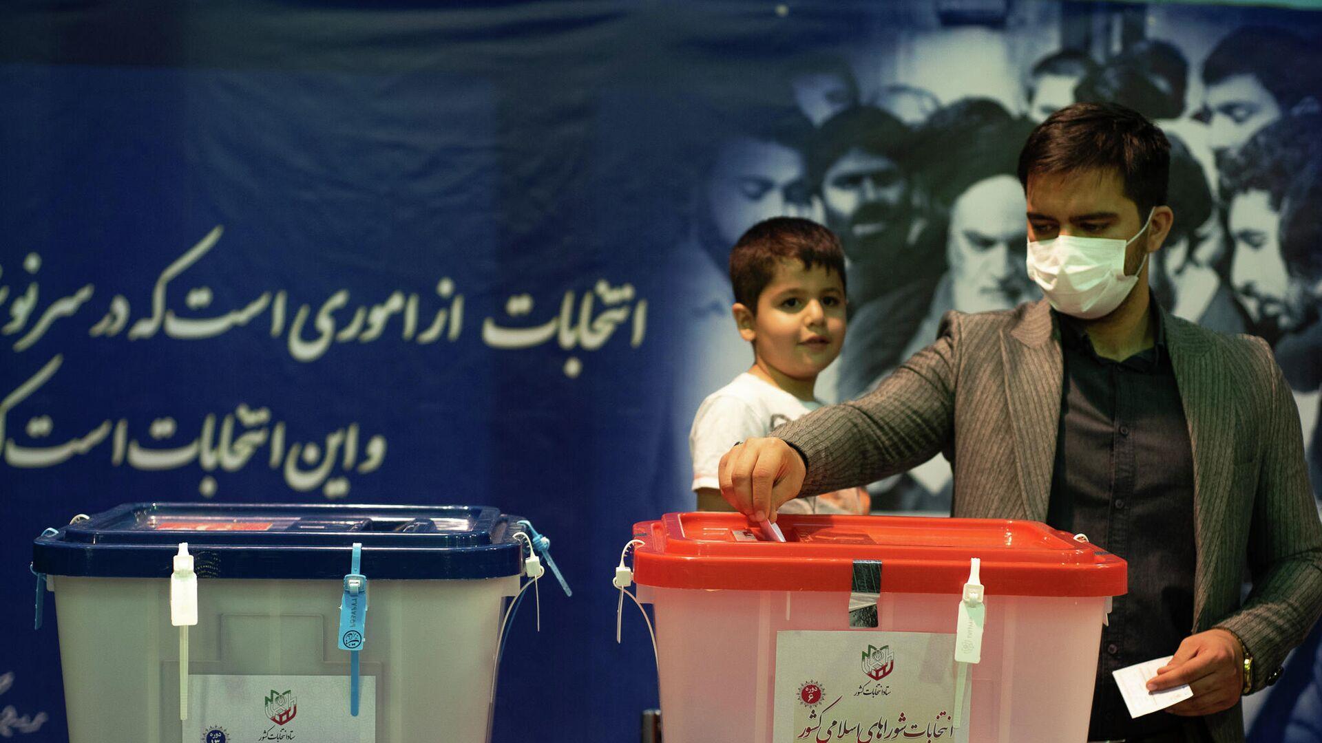 Iraniani al voto - Sputnik Italia, 1920, 19.06.2021