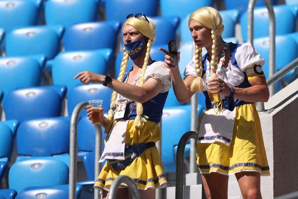 I tifosi della Svezia durante la partita tra Svezia e Slovacchia allo stadio di San Pietroburgo, il 18 giugno 2021. - Sputnik Italia