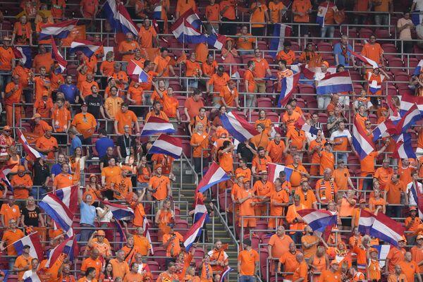 I tifosi dei Paesi Bassi esultano durante la partita tra Paesi Bassi e Austria ad Amsterdam, il 17 giugno 2021. - Sputnik Italia